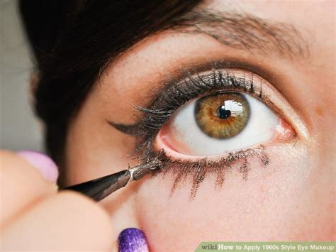4 Ways to Apply 1960's Style Eye Makeup - wikiHow