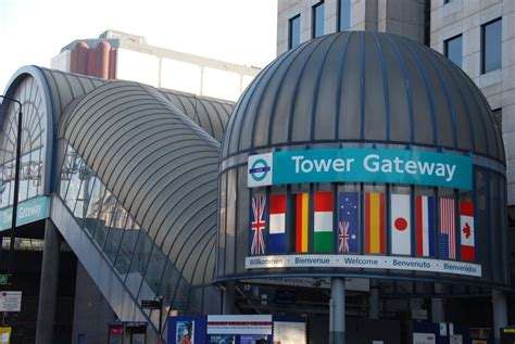 Docklands Light Railway London   Nearby hotels, shops and