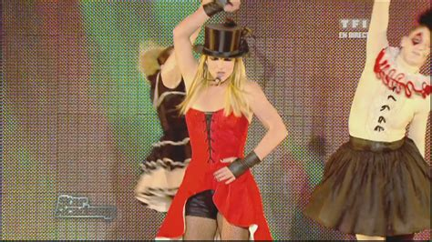 Live Performance Music Videos: Britney Spears - Womanizer