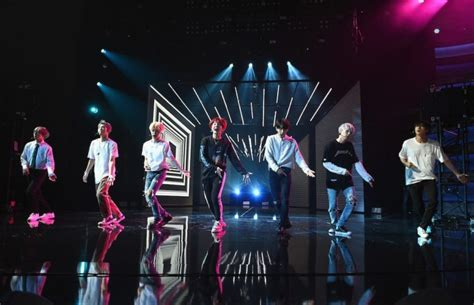 American Music Awards 2017 BTS performance live streaming